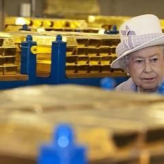 สมเด็จพระราชินีเอลิซาเบธที่ 2 ทรงทอดพระเนตรทองคำในท้องพระคลังที่ธนาคารกลางของอังกฤษ