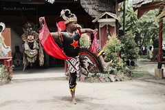 Tarian Kuda Lumping (AMO TE PHOTOGRAPHY) Tags: horse canon indonesia photography eos photo dance d 600 amo canoneos kuda melayu malay amote tradisional teamo calture tarian 600d kudalumping lumping tariantraditional horsedance canoneos600d tariankudalumping