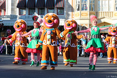Mickey's Once Upon A Christmastime Parade (disneylori) Tags: christmas mainstreet disney parade disneyworld characters wdw waltdisneyworld performers magickingdom townsquare mainstreetusa gingerbreadmen disneycharacters disneyparade disneyworldparade mickeysonceuponachristmastimeparade disneyperformers nonfacecharacters waltdisneyworldparade