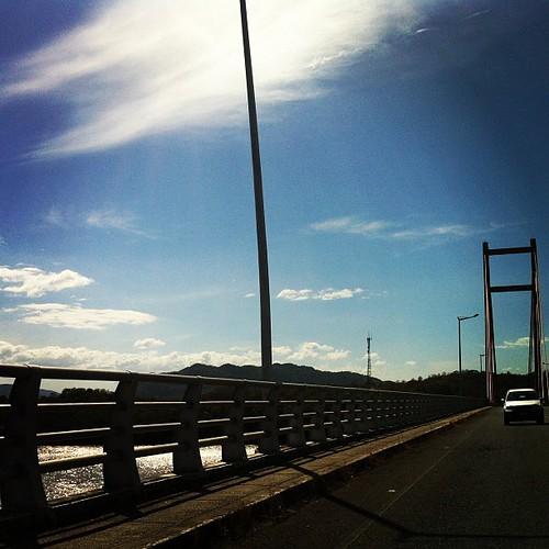 Los ingenierazos todos emocionados al pasar por el puente. @jaraya11 @julianhq123 @jorge_blancog