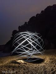 ORBITA LUMINOSA - THE ORBIT LIGHT (Roberto Fraile) Tags: espaa lightpainting luz beach canon spain playa catalonia girona nocturna catalunya roberto salidas iluminacion lloretdemar fraile robertofraile