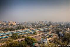 Khar Train Station, Mumbai (Aakaash Jaju) Tags: city india station train maharashtra mumbai slum