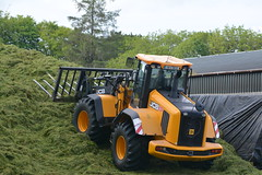JCB 435 Loader on the Silage Pit (Shane Casey CK25) Tags: jcb 435 loader silage pit blarney silage16 silage2016 grass grass16 grass2016 winter feed fodder county cork ireland irish farm farmer farming agri agriculture contractor field ground soil earth cows cattle work working horse power horsepower hp pull pulling cut cutting crop lifting machine machinery nikon d7100