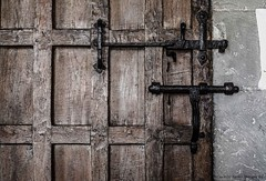 3315w (Liz Barber) Tags: 0816 2016 forconsiderationonly lb lizbarber lizbarberphotography door wooden grungy lock latch