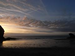 llangrannog (the incredible how (intermitten.t)) Tags: llangrannog ceredigion sea sand seaside sky sunset 20160824 7851