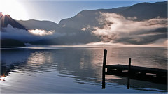 sunrise @ Lake Hallstatt (lady_sunshine_photos) Tags: sunrise lakehallstatt hallstttersee morning steg see lake spiegelung reflection morgenlicht morninglight sonnenaufgang sommer nebel nebelschwaden fog ladysunshine ladysunshinephotos leica leicavluxtyp114 obersterreich upperaustria austria at europe europa stimmung morgenstimmung mood wonderfulworld