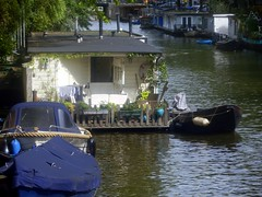 House Boat (Quetzalcoatl002) Tags: houseboat amsterdam canal idyllic boats