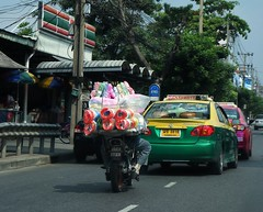 the plastic string guy (the foreign photographer - ) Tags: road man thailand store bangkok taxis plastic delivery string 7eleven bangkhen phahoyolthin totallythailand