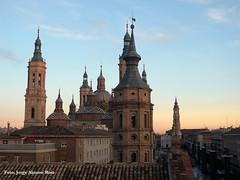 Plaza de las catedrales. (Tomeso) Tags: plaza pilar atardecer spain basilica catedral zaragoza aragon seo torres
