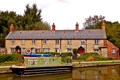 Canal Cottages - Kidlington (MickyFlick) Tags: england scenic historical barge oxfordshire cottages kidlington oxfordcanal stonecottage mickyflick
