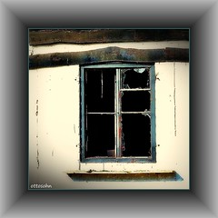 Durchblick (ottosohn) Tags: abandoned window germany square fenster ruin ruine vista shards windowframe verlassen fragment durchblick sherds scherben glasscheibe glassplate fensterrahmen trynka moersmeerbeck ottosohn mygearandme mygearandmepremium mygearandmebronze mygearandmesilver mygearandmegold mygearandmeplatinum photographyforrecreationeliteclub besteverdigitalphotography brokenpices