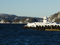 A cold Norwegian fjord (Vidar Ringstad,Skedsmo) Tags: blue winter sea sky lighthouse white snow norway forest canon island eos norge frozen vinter europa frost norwegen himmel skog 7d fjord scandinavia vann fyr oslofjord oslofjorden sn wather drbak bl sj y hvit fyrlykt flickraward fyrlys