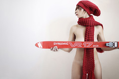 downhill (mickiky) Tags: red woman selfportrait ski me hat scarf myself rouge donna autoritratto remotecontrol beret rosso ritratto sci cappello autoscatto sciarpa