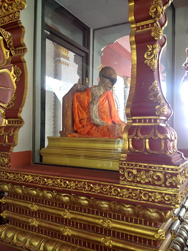 mummified Luang Phaw Daeng
