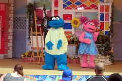 Sesame Place - Magic of Art (wallyg) Tags: cookiemonster abbycadabby amusementpark buckscounty langhorne magicofart sesameplace sesameplaceneighborhoodtheater pennsylvania themepark show abbycaddaby sesamestreet themagicofart