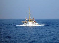 GREEK TRADITIONAL FISHING BOAT (GREECE, AEGEAN-SEA, MILOS-ISLAND) (KAROLOS TRIVIZAS) Tags: sea boat fishing waves gear pole greece mast ropes spar rigging aegeansea digitalcameraclub milosisland blinkagain