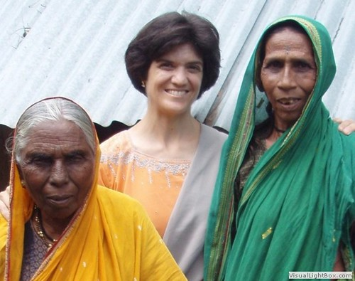 z-leanna_with_old_ladies_in_india