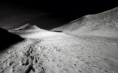 Percorso mentale (EmozionInUnClick - l'Avventuriero's photos) Tags: bn neve montagna orme motette