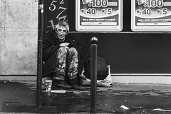 Poverty in Paris (Bcasso) Tags: poverty paris canon iceland contemporary in pauvret capitalcities 40d povertyinparis bcasso bjrnrisson bcassobcassocom bjornthorisson pauvretenparis