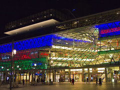 MyZeil Frankfurt bei Nacht (Stadtlichtpunkte) Tags: building architecture germany frankfurt main galerie zeil innenstadt einkaufszentrum einkaufsgalerie fusgngerzone myzeil