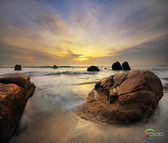 ::Isyrak 2013/1 Vertorama:: (Green.Boy) Tags: beach yellow sunrise nikon warm malaysia kelvin kuantan pahang manfrotto watersplash telokcempedak 2exposure gnd09 d300s vetorama gnd03 pusatperlancongan dayatarikkan