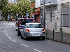 Dans le quartier (stef974run) Tags: cdi policier menottes bommert perquisition interpellation g36 policenationale gipn interpell fipn