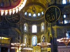 islam and christianity (Fernando Stankuns) Tags: santa church turkey photo asia europa europe sofia trkiye istanbul mosque chiesa fernando fotografia istambul turquia turkish bizantino baslica hagia ayasofya sia bsforo constantinopla mrmara stankuns