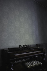 Console Piano (Joe Corll) Tags: vintage abandoned creepy creep old house pa meadville baldwin museum piano keyboard keys key 88 eighty eight structure polychromatic poly chrome seat wallpaper paper wall radiator album art for ok go kinks white stripes blue chair blank walls corll nikon d3300 1855 18 55 kit lens kitlens