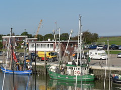 Fischkutter Mwe und Albatros (achatphoenix) Tags: langeoog bensersiel ostfriesland eastfrisia eau water wasser waddensea wattenmeer schiff ship ferry aqua