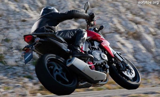 Honda CB 1000R na estrada