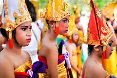 Life in BALI (Roberta Facchini) Tags: travel school girls bali colour smile kids indonesia fun dance prayer ceremony culture karma tradition roberta ubud facchini ruobby robertafacchini rfpeople wwwrobertafacchinicom