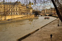 Paris : Pont Saint-Michel / Quai des Orfvres / Quai des Grands Augustins (Pantchoa) Tags: bridge paris seine river palaisdejustice running pont jogging 36 runner saintmichel footing ledelacit pontsaintmichel prfecturedepolice policejudiciaire rememberthatmomentlevel1 quaidesorfvresseine