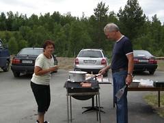 """Målselvtreffen 2007. Julie og Leiv Ivar har fått fyr på grillen og kan mette sultne skyttere • <a style=""""font-size:0.8em;"""" href=""""http://www.flickr.com/photos/93335972@N07/8513100413/"""" target=""""_blank"""">View on Flickr</a>"""