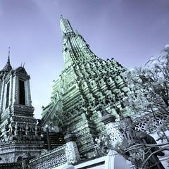 Wat Arun, Bangkok (violinconcertono3) Tags: thailand temple bangkok religion buddhism infrared watarun davidhenderson londonphotographer 19sixty3