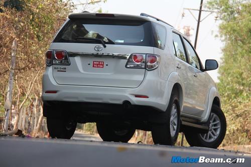 2013-Toyota-Fortuner-34