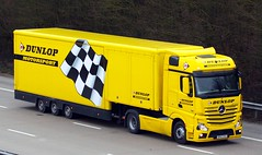 Mercedes Actros new look BD62 EKA (gylesnikki) Tags: yellow truck artic mp4 motorsport dunlop