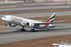 Emirates SkyCargo B777F A6-EFG-1214 (CF Yuen) Tags: ek emirates emiratesskycargo boeing b777 b777f 77f vhhh hkg hk hongkong canon clk cargo freighter uae a6efg 100400lii 100400mmf4556lisiiusm 70d
