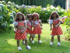 Gartenzauber im Schlosspark ... (Kindergartenkinder) Tags: dolls himstedt annette kindergartenkinder park garten kind personen annemoni sanrike tivi milina hortensien blume pflanze blumenbeet