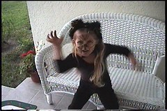 uvs070722-029 (TryKey) Tags: trykey kelly 2001 hp scratch cat trick or treat porch halloween face claws ears