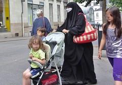 2016-08-09 - Nantes - Rue du Calvaire - Place du bon pasteur (P.K. - Paris) Tags: people candid street muslim niqab musulmane