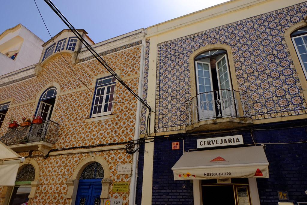 Дома выложенные плиткой Азулежу