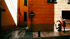 die Schattenspielerin (johann walter bantz) Tags: frozenintime color urban performance france europe lumix lx100 soraya 2016 light shadow