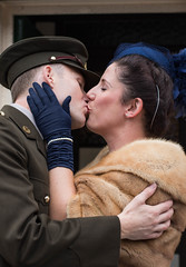 261/366: War and peace (judi may) Tags: 366the2016edition 3662016 day261366 17sep16 sheringham norfolk couple kissing kiss fortiesweekend 1940s uniform hat s gloves canon7d 50mm