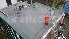 Dakdekker: Eindresultaat dakrenovatie uitbouw. Aangebracht een bitumen dakbedekking op het dak, dakranden halfsteensverband ingeplakt. Daarnaast twee stuks Anjo Vent-Alu 3000 ontluchtingskappen gemonteerd