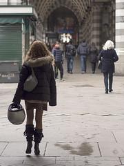 streetGenova2013_P1270017_1 (stegdino) Tags: street girl boots helmet genova behind casco ragazza gamewinner challengeyouwinner storybookwinner pregamewinner stiali
