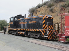 Southern Pacific #1423 (EMD NW2) in Sunol, CA (CaliforniaRailfan101 Photography) Tags: heritage pacific steam sp shay cabride mallet ge wp baldwin southernpacific alco emd sd9 westernpacific gp9 nilescanyonrailway steamlocomotives centercab 462 funit heisler gp7 nilesca h1244 44tonner 3truck rprc richmondpacific sp2472 80tonner sp1423 oaklandterminalrailway 65tonner 2662t pickeringlumbercompany brightsideyard