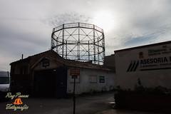Gasometro. Oviedo, Asturias. Espaa. (RAYPORRES) Tags: espaa asturias oviedo gasometro escudos 2013 calleparaiso