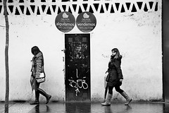 Vitoria, two 2013, Explore #21, 13-03-13 (Josetxu Silgo) Tags: street winter two bw white black blancoynegro canon calle candid streetphotography bn dos alava fachada vitoria gasteiz araba streetphotograph silgo josetxu alavavision candidstreetportrait streetphotographycandidstreetportrait