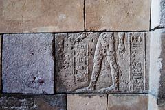 Sentirse incompleto (Marmotuca) Tags: madrid pies egipto templo piedras debod relieve templodedebod incompleto civilizacinegipcia