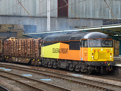 56105 27,03,2013 (Marc60099) Tags: station grid timber rail chirk carlisle freight colas 56105 6j37